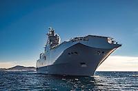A bord du Dixmude.<br /> Le batiment de projection et de commandement Dixmude est arrive ce vendredi &agrave; Marseille pour une escale exceptionnelle de trois jours pour la signature de la charte de parrainage du BPC par la Ville de Marseille, auparavant marraine du transport de chalands de d&eacute;barquement Siroco, vendu fin 2015 au Br&eacute;sil. &nbsp;<br /> Plus grand batiment de guerre apres le porte-avions Charles de Gaulle, le Dixmude se distingue par sa polyvalence et sa capacite a se deployer loin et longtemps. <br /> Troisieme BPC fran&ccedil;ais du type Mistral, il a ete receptionne en 2012 par la Marine nationale. Long de 199 m&egrave;tres et affichant un deplacement de plus de 21.000 tonnes en charge, c&rsquo;est a la fois un porte-h&eacute;licopt&egrave;res, un batiment d&rsquo;assaut amphibie, un hopital flottant et une unite capable d&rsquo;assurer le commandement d&rsquo;une operation interarmees et internationale. Il peut, par exemple, embarquer une vingtaine d&rsquo;helicopteres de transport et de combat, une centaine de vehicules (dont des chars Leclerc), 450 hommes de troupe et des engins de debarquement (deux CTM et un EDAR, deux EDAR ou quatre CTM).<br /> Ses principales missions<br /> Operation Eunavfor Atalanta (2012) - Operation Serval (2013)-Operation Sangaris (2013) <br /> Il participe a la Mission Corymbe et le 4 avril 2015, il evacue 44 personnes du Yemen suite au conflit au Y&eacute;men. Le lendemain, il recupere egalement 63 personnes dont 23 fran&ccedil;ais transferees &agrave; partir du patrouilleur L'adroit et de la fregate Aconit.<br /> En mai 2015, il part pour la mission Jeanne d'Arc 2015.