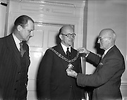 10/03/1958<br /> 03/10/1958<br /> 10 March 1958<br /> Election of President of Dublin Chamber of Commerce at the Commercial Buildings, Dame Street, Dublin. (l-r): Lt. Col. J.E. Armstrong; Mr. J. Harold Douglas the new President of the Dublin Chamber of Commerce and Mr. J.W. Gallagher the outgoing President.