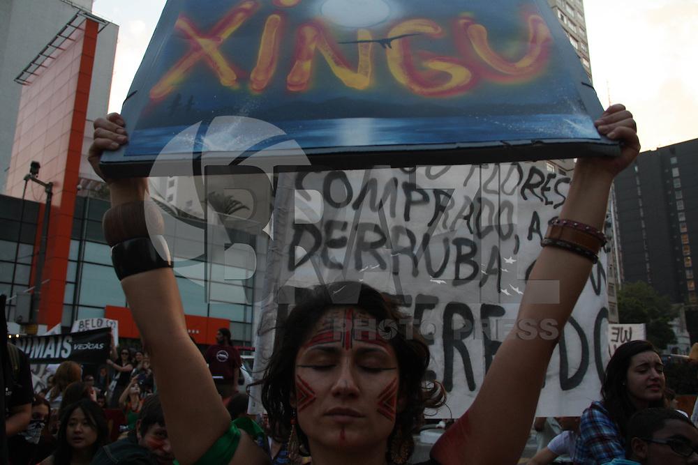 SAO PAULO, 17 DE JULHO DE 2011 - CONTRA A USINA DE BELO MONTE E O NOVO CÓDIGO FLORESTAL –  MOVIMENTO BRASIL PELA VIDA NAS FLORESTAS - Manifestantes fecha o cruzamento da Av. Brigadeiro em protesto contra a usina de Belo Monte na tarde deste domingo (17) na Av. Paulista. Essa já é terceiro ato promovido pelos grupo. (fotos: AMAURI NEHN/NEWS FREE)