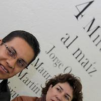 """TOLUCA, México.- Alejandro Pastrana, uno de los cuatro fotógrafos que participaran en la exposición titulada  """"4 Miradas al Maíz"""" que se inaugurara el próximo 9 de septiembre en el Museo Universitario """"Leopoldo Flores"""", en el marco de la conmemoración del Bicentenario. Agencia MVT / Crisanta Espinosa. (DIGITAL)"""