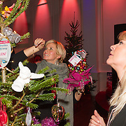 NLD/Hilversum/20151207- Sky Radio's Christmas Tree for Charity, Manuela Kemp en Anouk Smulders