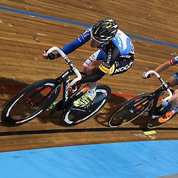 Nederlands Kampioenschap Scratch Apeldoorn Wim Stroetinga met in zijn wiel Michel Kreder in de aanval