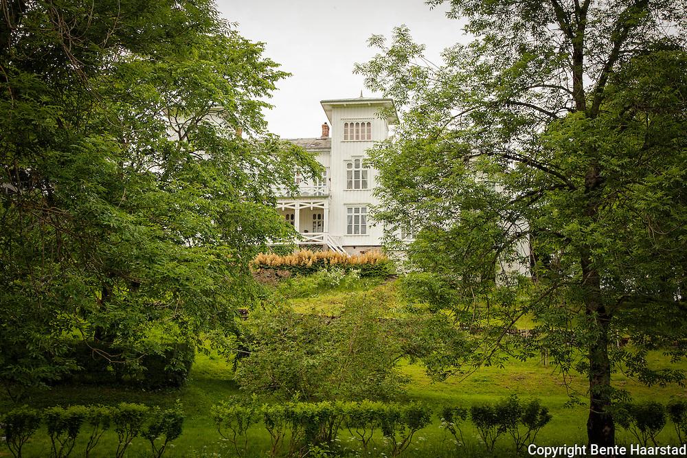 Hovedbygningen på gården ved reinsklosteret i Rissa. Bygningen er fra 1866. Reins kloster ble fredet 10. november 2014. Gården har vært i familien Hornemanns eie siden 1704.
