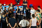 BORMIO LUGLIO 2004<br /> RITIRO PREOLIMPICO NAZIONALE ITALIANA BASKET NELLA FOTO CARLO RECALCATI PARLA AI RAGAZZI PRIMA DELL'ALLENAMENTO<br /> F OTO CIAMILLO-CASTORIA