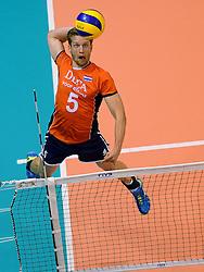 20150620 NED: World League Nederland - Portugal, Groningen<br /> De Nederlandse volleyballers hebben in de World League het vierde duel met Portugal verloren. Na twee uitzeges en de 3-0 winst van vrijdag boog de ploeg van bondscoach Gido Vermeulen zaterdag in Groningen met 3-2 voor de Portugezen: (25-15, 21-25, 23-25, 25-21, 11-15) / Jelte Maan #5
