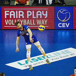 08.01.2016, Max Schmeling Halle, Berlin, GER, CEV Olympia Qualifikation, Frankreich vs Bulgarien, im Bild Aufschlag Julien?Lyneel (#11, Frankreich/France) // during 2016 CEV Volleyball European Olympic Qualification Match between France and Bulgaria at the  Max Schmeling Halle in Berlin, Germany on 2016/01/08. EXPA Pictures © 2016, PhotoCredit: EXPA/ Eibner-Pressefoto/ Wuechner<br /> <br /> *****ATTENTION - OUT of GER*****