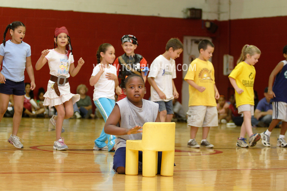 Middletown, N.Y. - Children from the YMCA summer camp perform during a talent show for parents and other campers in the YMCA gymnasium on Aug. 24, 2006. ©Tom Bushey