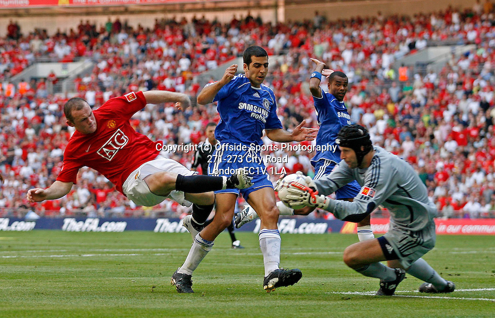 05/08/2007 The FA Community Shield - Chelsea v Manchester United.<br /> Manchester United's Wayne Rooney (L) collides with Chelsea keeper Petr Cech (R).<br /> Photo: Glyn Thomas/Offside