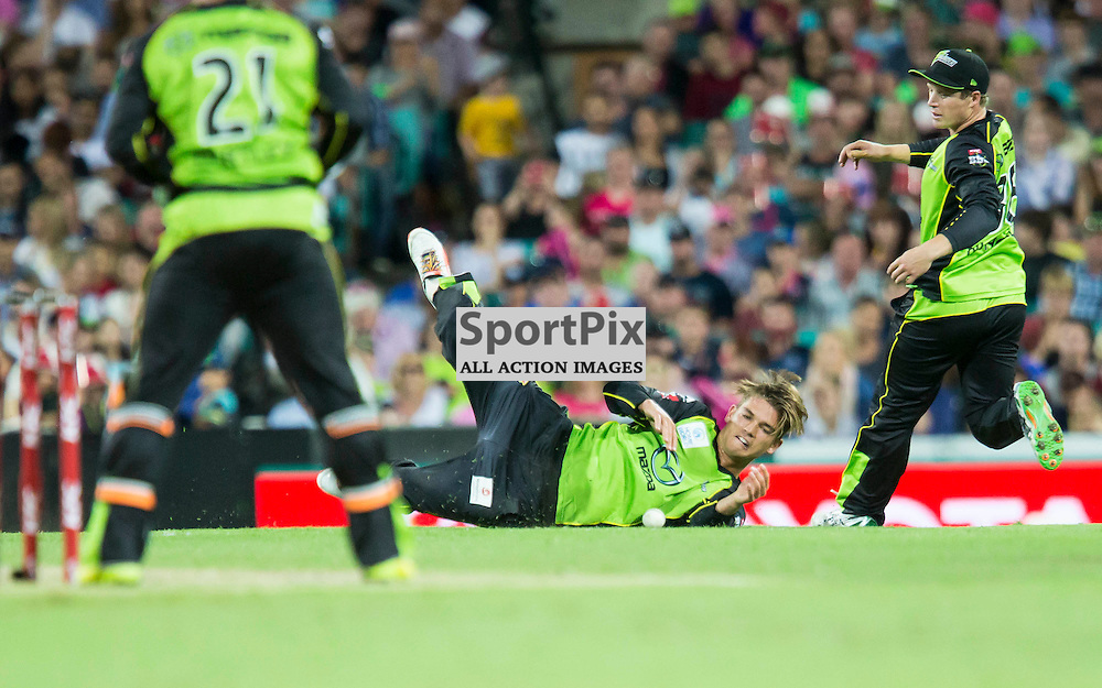 KFC Big Bash League T20 2015-16 , Sydney Sixers v Sydney Thunder, SCG; 16 January 2016<br /> Sydney Thunder Chris Green dives to field a ball from one of his deliveries