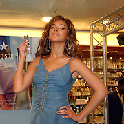 NLD/Rotterdam/20050524 - Promotie parfum Beyonce.Beyonce Giselle Knowles