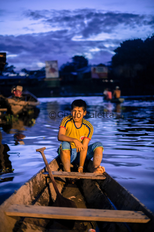 Young boys waiting for passengers to Isla de la Fantasia