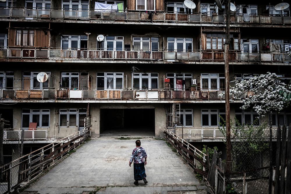 During the secession wars in Abkhazia and South Ossetia during the early 1990s and in 2008 240.000 ethnical georgians were expelled. This group of internally displaced persons (IDP) makes 6 percent of the georgian population.<br /> <br /> These uprooted georgians are not able to resettle at their former homesteads since 25 years. A return is impossible as the conflicts aren&acute;t solved at all. Already the second generation born after the war raise in rotten former soviet sanatriums or in newly built settlements across the beautiful mountainous country of Georgia. <br /> <br /> &bdquo;Home&ldquo; for them is a legend serving as mental support for the elderly living in memories of former times to survive in a strange environment. Even all IDP are georgians most of them  never arrived emotionally at their new destination in Georgia. Their reality doesen&acute;t feel to them as being at home. They keep staying strange in their own country.<br /> <br />   --//--  <br /> <br /> In Georgien (Kaukasus) leben rund 4 Mio. Menschen.<br /> <br /> 240.000 Georgier*innen (also 6 % der Gesamtbev&ouml;lkerung) sind w&auml;hrend der Regional-Konflikte um Abchasien und S&uuml;d-Ossetien gefl&uuml;chtet oder wurden vertrieben.<br /> <br /> Die bewaffneten Konflikte in Georgien Anfang der 1990er Jahre  verursachten die erste gro&szlig;e Flucht. Im kurzen Georgisch-Russischen Krieg 2008 fl&uuml;chteten erneut Zehntausende. <br /> <br /> Die Entwurzelten Georgiens konnten in den vergangenen 25 Jahren nicht zur&uuml;ckkehren. Bereits die zweite Generation Nachgeborener w&auml;chst fern der gro&szlig;elterlichen Wurzeln und der f&uuml;r sie damit  verbundenen famili&auml;ren Identit&auml;t auf. Das Zuhause kennen sie nur aus Erz&auml;hlungen. Sie bleiben Vertriebene im eigenen Land und f&uuml;hlen sich dort fremd.