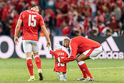 19.06.2016, Stade Pierre Mauroy, Lille, FRA, UEFA Euro, Frankreich, Schweiz vs Frankreich, Gruppe A, im Bild Blerim Dzemaili (SUI) mit Kind, Gelson Fernandes (SUI) // Blerim Dzemaili (SUI) with Child Gelson Fernandes (SUI) during Group A match between Switzerland and France of the UEFA EURO 2016 France at the Stade Pierre Mauroy in Lille, France on 2016/06/19. EXPA Pictures © 2016, PhotoCredit: EXPA/ JFK