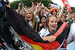 15.07.2014, Brandenburger Tor, Berlin, GER, FIFA WM, Empfang der Weltmeister in Deutschland, Finale, im Bild Fans der deutschen Nationalmannschaft (Fussball-Weltmeister 2014), // during Celebration of Team Germany for Champion of the FIFA Worldcup Brazil 2014 at the Brandenburger Tor in Berlin, Germany on 2014/07/15. EXPA Pictures © 2014, PhotoCredit: EXPA/ Eibner-Pressefoto/ Harzer<br /> <br /> *****ATTENTION - OUT of GER*****
