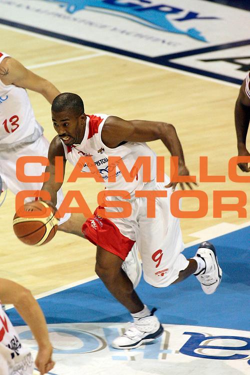 DESCRIZIONE : Pistoia Lega A2 2008-09 Carmatic Pistoia Livorno Basket<br /> GIOCATORE : McCullough Jerry<br /> SQUADRA : Carmatic Pistoia<br /> EVENTO : Campionato Lega A2 2008-2009<br /> GARA : Carmatic Pistoia Livorno Basket<br /> DATA : 06/12/2008<br /> CATEGORIA : Palleggio<br /> SPORT : Pallacanestro<br /> AUTORE : Agenzia Ciamillo-Castoria/Stefano D'Errico
