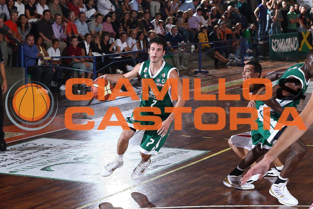 DESCRIZIONE : Castelfiorentino Lega A 2009-10 Basket Torneo V. Martini Montepaschi Siena Cimberio Pallacanestro Varese<br /> GIOCATORE : lorenzo D'Ercole<br /> SQUADRA : Montepaschi Siena<br /> EVENTO : Campionato Lega A 2009-2010 <br /> GARA : Montepaschi Siena Cimberio Pallacanestro Varese<br /> DATA : 12/09/2009<br /> CATEGORIA : palleggio<br /> SPORT : Pallacanestro <br /> AUTORE : Agenzia Ciamillo-Castoria/C.De Massis