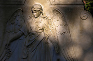 Europa, Deutschland, Koeln, Grabstein mit Engel auf dem Melatenfriedhof.<br />