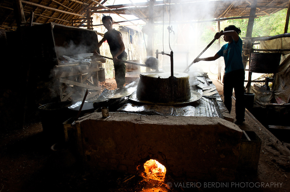 A rudimentary set of iron pots filled with the freshly squeezed juice is brought to boil.