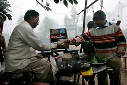 BANGLADESH SIRAJGANJ KODDAR MOR 1FEB07 - Tea stall at the junction of Koddar Mor in the morning mist...jre/Photo by Jiri Rezac..© Jiri Rezac 2007..Contact: +44 (0) 7050 110 417.Mobile:  +44 (0) 7801 337 683.Office:  +44 (0) 20 8968 9635..Email:   jiri@jirirezac.com.Web:    www.jirirezac.com..© All images Jiri Rezac 2007 - All rights reserved.