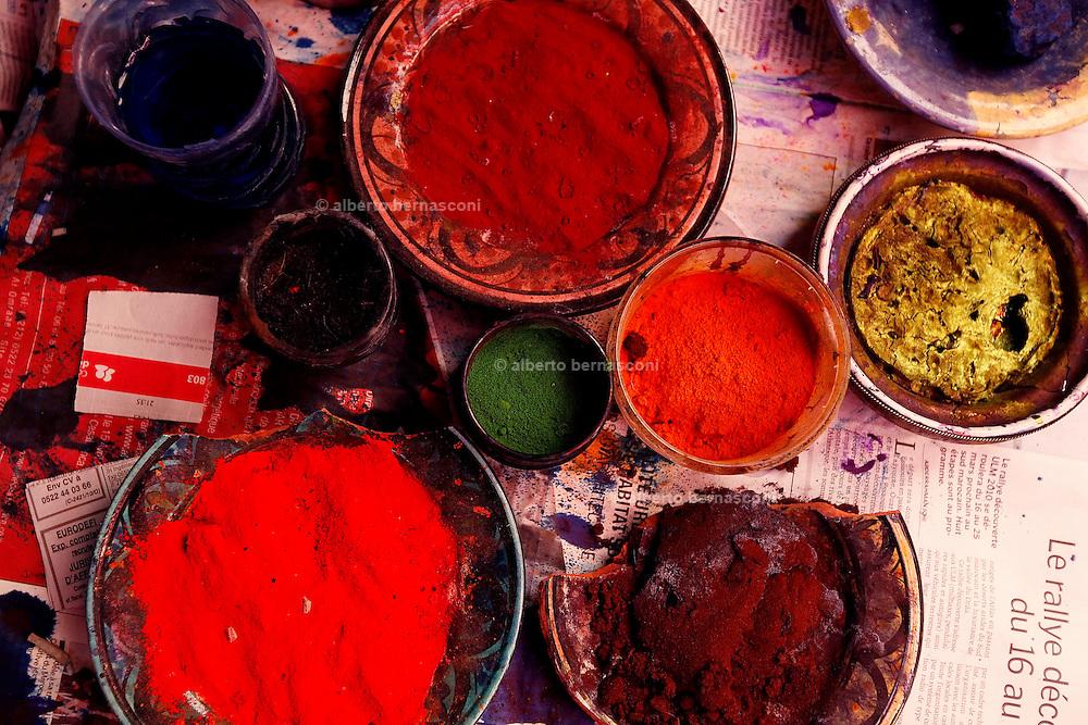 MAROC, Marrakesh:nel quartiere dei tintori, dyer quarter in the souk.