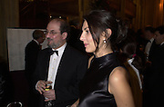 Gina Bellman and Salman Rushdie.  The Booker prize 2000. Guildhall, London EC2. 7 November 2000. © Copyright Photograph by Dafydd Jones 66 Stockwell Park Rd. London SW9 0DA Tel 020 7733 0108 www.dafjones.com