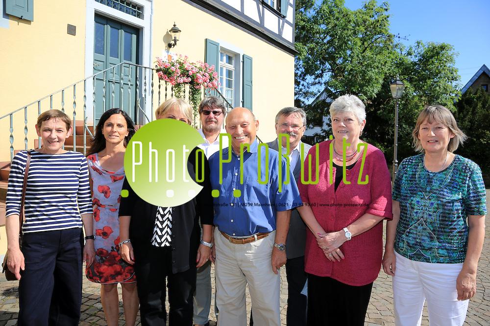 Ludwigshafen. 02.07.14 Buchheim. Ortsbeirat mit Ortsvorsteherin Heike Scharfenberger.<br /> - v.l. Gabriele Kistner, Eveline Teister-Loch, Heike Scharfenberger, Sigward Dittmann, Manfred Gr&auml;f, Peter Eisenberg, Monika Schrader, Jutta Kreiselmaier-Schricker.<br /> <br /> <br /> Bild: Markus Pro&szlig;witz 02JUL14 / masterpress
