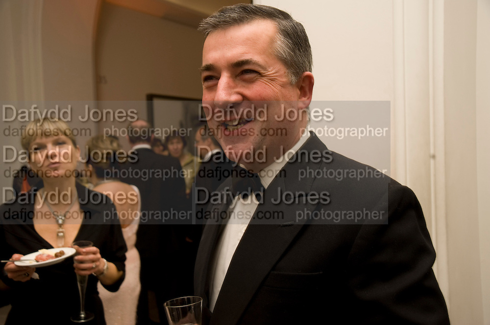 FERGUS GREER, National Portrait Gallery fundraising Gala in aid of its Education programme, National Portrait Gallery. London. 3 March 2009 *** Local Caption *** -DO NOT ARCHIVE-© Copyright Photograph by Dafydd Jones. 248 Clapham Rd. London SW9 0PZ. Tel 0207 820 0771. www.dafjones.com.<br /> FERGUS GREER, National Portrait Gallery fundraising Gala in aid of its Education programme, National Portrait Gallery. London. 3 March 2009