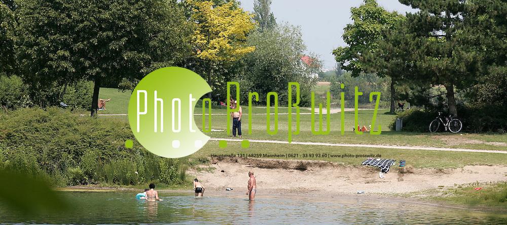 Ludwigshafen. Die Wasserqualit&auml;t an den freien Badeseen, wie hier am Beg&uuml;tenweiher in Ludwigshafen, ist als gut bewertet worden. Ohne gesundheitliche Probleme k&ouml;nnen sich die Badeg&auml;ste im k&uuml;hlen Nass erfrischen.<br /> Bild: Markus Pro&szlig;witz<br /> ++++ Archivbilder und weitere Motive finden Sie auch in unserem OnlineArchiv. www.masterpress.org ++++