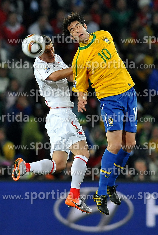 28.06.2010, Ellis Park Stadium, Johannesburg, RSA, FIFA WM 2010, Brazil (BRA) vs Chile.C (CHI), im Bild Kaka (Brasile) e Carlos Caromna (Cile). EXPA Pictures © 2010, PhotoCredit: EXPA/ InsideFoto/ Giorgio Perottino +++ for Austria and Slovenia only +++ / SPORTIDA PHOTO AGENCY