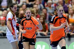 18-12-2015 DEN: World Championships Handball 2015 Poland  - Netherlands, Herning<br /> Halve finale - Nederland staat in de finale door Polen met 30-25 te verslaan / Debbie Bont #7, Laura van der Heijden #6