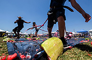 ??????????2017?7?30?<br />     ?????1???????????<br />     7?29???????????<br />     ??????????????&quot;??????????&quot;?<br />     ??????????<br /> People enjoy the watermelon at the 55th Annual California Watermelon Festival in Los Angeles, the United States, Saturday, July 29, 2017. (Xinhua/Zhao Hanrong)