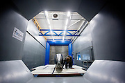De nieuwe fiets van het Human Power Team Delft en Amsterdam, de VeloX3, staat in de windtunnel voor de eerste metingen.<br />