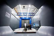 De nieuwe fiets van het Human Power Team Delft en Amsterdam, de VeloX3, staat in de windtunnel voor de eerste metingen.<br /> <br /> The new record bike of the Human Power Team Delft and Amsterdam, the VeloX3, is tested in the wind tunnel for the aerodynamics.