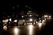 Itapecuru-Mirim, 30 de Maio de 2008...Moradores da comunidade de Santa Rosa, municipio de Itapecuru-Mirim (MA) abrem uma vala na BR 135 KM 89, unico acesso a capital Sao Luis, em protesto contra o atropelamento, momentos antes, da garota Cluadiane Cabral Sales (10 anos). Ela foi atropelada as 16:00 ao sair da escola, e o motorista fugiu sem prestar socorro...Na foto, engarrafamento apos 3 horas de interrupcao..Leo Drumond / Agencia Nitro