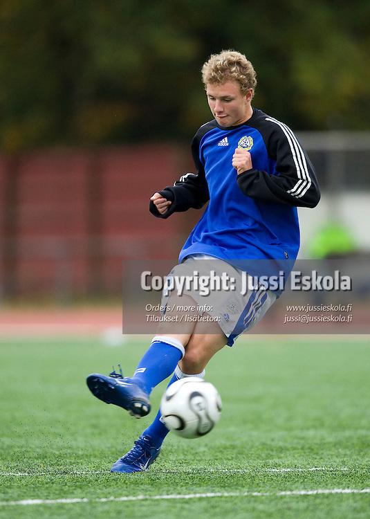Teemu Pastila. Alle 15-vuotiaiden maajoukkue (U15), Suomi - Ruotsi, Oulunkylä 27.9.2007. Photo: Jussi Eskola