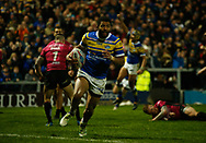 Kallum Watkins (C) of Leeds Rhinos races away to score the 3rd Try against Hull FC during the Betfred Super League match at Emerald Headingley Stadium, Leeds<br /> Picture by Stephen Gaunt/Focus Images Ltd +447904 833202<br /> 08/03/2018