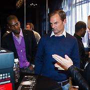 NLD/Amsterdam/20131003 -  Dad's moment , Ronald de Boer krijgt een Chi Fohn kado