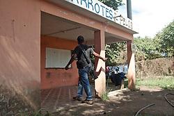 Molte attività restano chiuse a causa delle sparatorie.