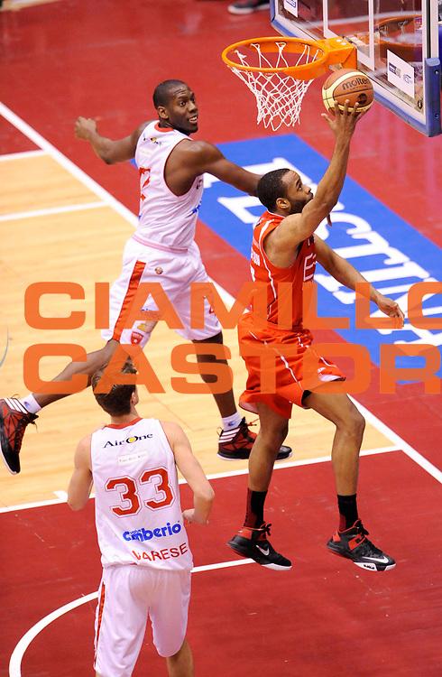 DESCRIZIONE : Milano Coppa Italia Final Eight 2013 Ottavi di Finale Cimberio Varese EA7 Emporio Armani Milano<br /> GIOCATORE : Malik Hairston<br /> CATEGORIA : Tiro<br /> SQUADRA : EA7 Emporio Armani Milano<br /> EVENTO : Beko Coppa Italia Final Eight 2013<br /> GARA : Cimberio Varese EA7 Emporio Armani Milano<br /> DATA : 07/02/2013<br /> SPORT : Pallacanestro<br /> AUTORE : Agenzia Ciamillo-Castoria/A.Giberti<br /> Galleria : Lega Basket Final Eight Coppa Italia 2013<br /> Fotonotizia : Milano Coppa Italia Final Eight 2013 Ottavi di Finale Cimberio Varese EA7 Emporio Armani Milano<br /> Predefinita :