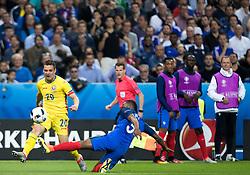 10.06.2016, Stade de France, St. Denis, FRA, UEFA Euro, Frankreich, Frankreich vs Rumaenien, Gruppe A, im Bild Adrian Popa (ROU), Patrice Evra (FRA) // Adrian Popa (ROU), Patrice Evra (FRA) during Group A match between France and Romania of the UEFA EURO 2016 France at the Stade de France in St. Denis, France on 2016/06/10. EXPA Pictures © 2016, PhotoCredit: EXPA/ JFK