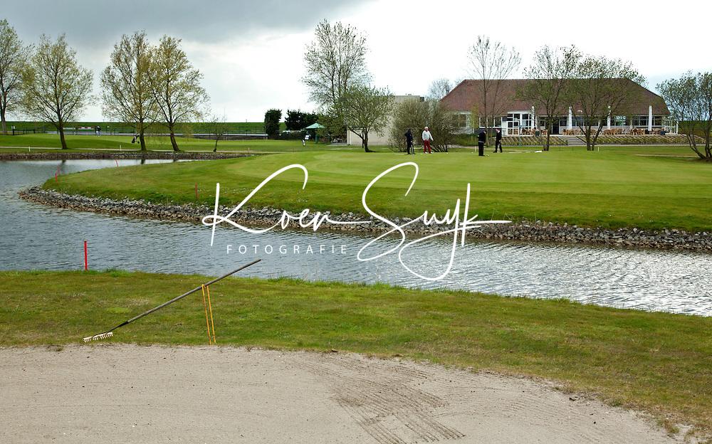 RILLAND-BATH - Golfclub Reymerswael, onder de rook van Antwerpen tussen de Wester- Schelde en het Schelde-Rijnkanaal, op de grens van Zeeland en Brabant, FOTO KOEN SUYK