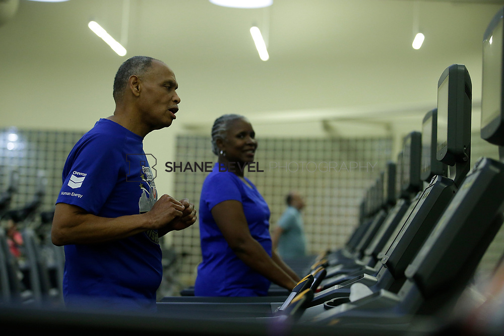 11/8/17 7:37:39 PM --  Charles and Shonda at Healthzone at SFHS. <br /> <br /> Photo by Shane Bevel