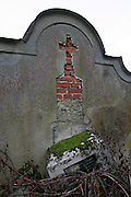 Semnevice (Kleinsemlowitz)/Tschechische Republik, CZE, 13.12.06: Sudetendeutsche Gr&auml;ber auf dem &ouml;rtlichen Friedhof des Dorfes Semnevice in der N&auml;he der Stadt Domazlice.<br /> <br /> Semnevice (Kleinsemlowitz)/Czech Republic, CZE, 13.12.06: Graves of Sudeten Germans at the cemetary of the village Semnevice close to the city Domazlice.