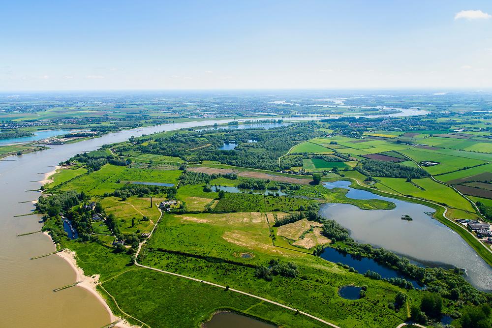 Nederland, Gelderland, gemeente Berg en Dal, 29-05-2019; Ooijpolder ten oosten van Nijmegen, met Bisonbaai en Groenlanden, links rivier De Waal. Onderdeel van natuurgebied de Gelderse Poort.<br /> Ooijpolder east of Nijmegen. Part of the Gelderse Poort nature reserve.<br /> luchtfoto (toeslag op standard tarieven);<br /> aerial photo (additional fee required); <br /> copyright foto/photo Siebe Swart