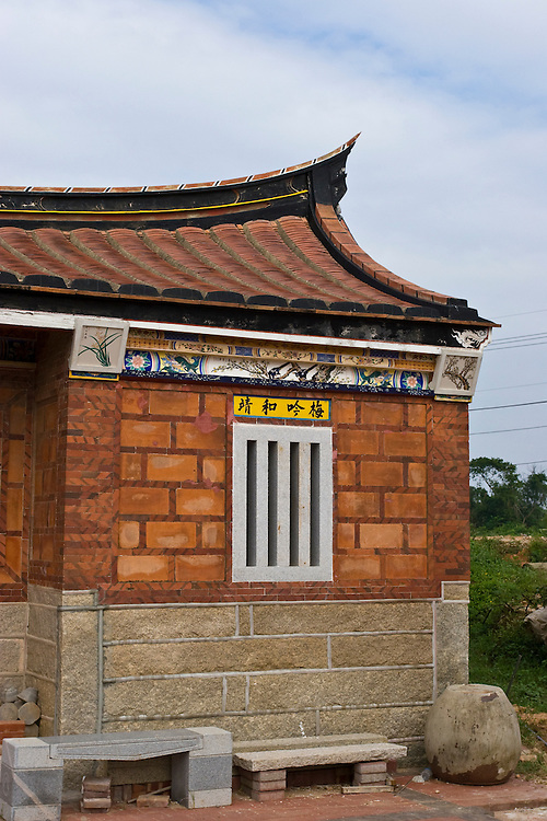 Traditional Fujian-style architecture on Kinmen, Republic of China ROC (Taiwan). ..Kinmen (Jinmen) formely known as Quemoy. The island lies less than 2km off the coast of China, and in 1949 was turned into a front-line of defense for Taiwan by Chiang Kai-shek and the Chinese nationalist Kuomintang (KMT) in the ongoing war with the communist PRC. The island existed under martial law until 1993. Today, Kinmen is a popular tourist destination and home to a lot of traditional Fujian-style architecture.