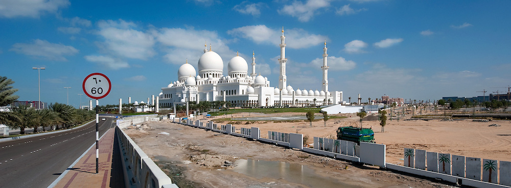 Abu Dhabi, UAE, Feb 08, Shaikh Zayed Bin Sultan Al Nahyan Mosque, Grand Mosque. PHOTO © Christophe Vander Eecken