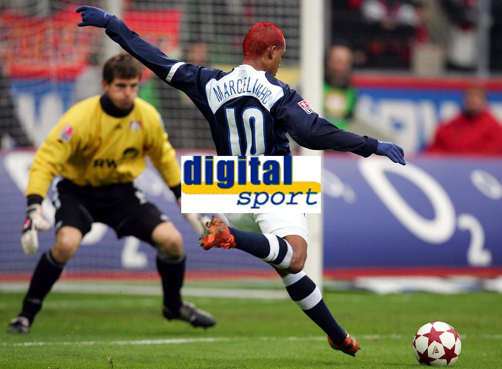 Fotball<br /> Bundesliga Tyskland 2004/05<br /> Bayer Leverkusen v Hertha Berlin<br /> 12. mars 2005<br /> Foto: Digitalsport<br /> NORWAY ONLY<br /> Tor 2:1 Marcelinho Hertha, Torwart Jorg Butt