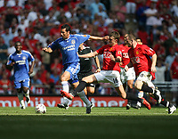 Photo: Rich Eaton.<br /> <br /> Manchester United v Chelsea. FA Community Shield. 05/08/2007. Chelsea's Claudio Pizarro stretches away from UNited's Michael Carrick.