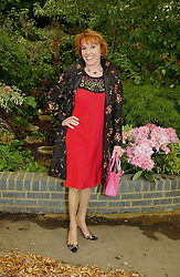 ESTHER RANTZEN at the 2005 RHS Chelsea Flower Show on 23rd May 2005<br /><br />NON EXCLUSIVE - WORLD RIGHTS