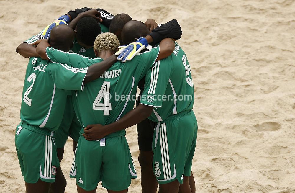 Football-FIFA Beach Soccer World Cup 2006 - Group D-Argentina - Nigeria, Beachsoccer World Cup 2006. The players of Nigeria l- Rio de Janeiro - Brazil 02/11/2006<br /> Mandatory credit: FIFA/ Manuel Queimadelos